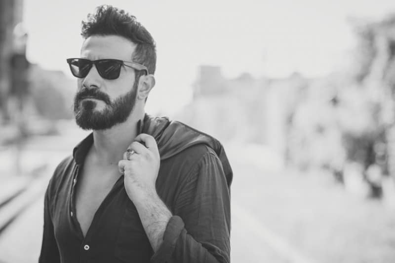 medium-beard-with-moustache-e1445790988642 160 Coolest Beard Styles to Grab Instant Attention [2019]