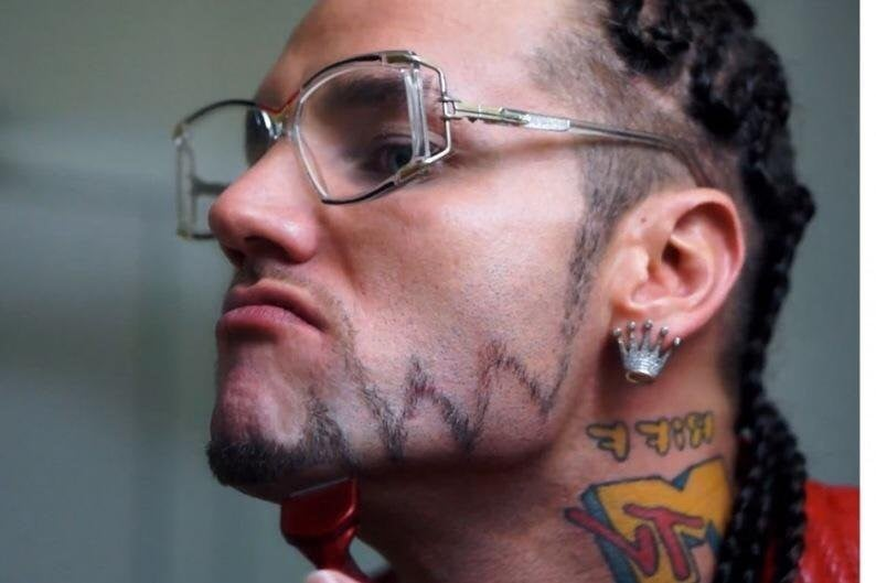 A-Light-Connected-Mustache-with-Zigzag-Chin-Strap 100 Trendy Chin Strap Beard Styles to Copy