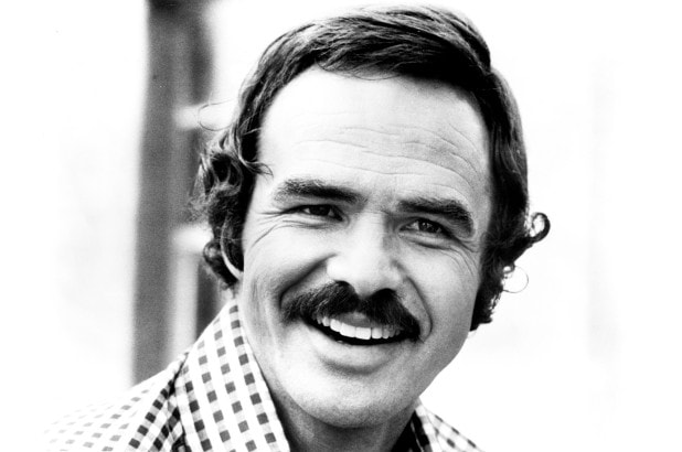 Burt-Reynolds-with-walrus-mustache-style How to Grow & Style A Walrus Mustache: The Ultimate Guide