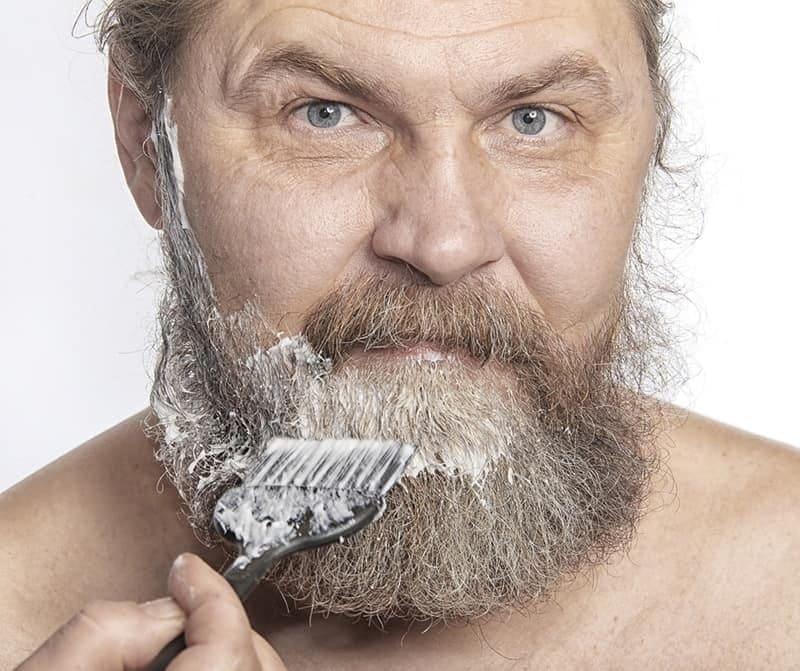 dyeing-beard-2 Beard Coloring Guide: How to Dye & Top 5 Beard Dyes