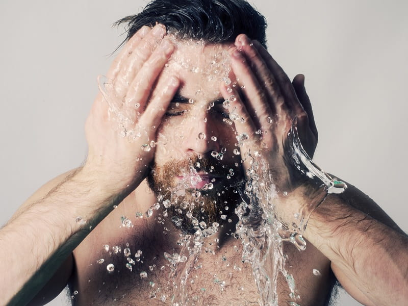 washing-beard-dye Beard Coloring Guide: How to Dye & Top 5 Beard Dyes